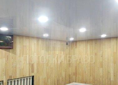 Белый глянцевый натяжной потолок с подсветкой для бассейна НП-129