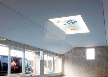 Белый матовый натяжной потолок с дизайном для бассейна НП-130