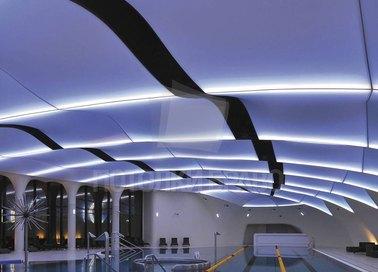 Волнообразный глянцевый натяжной потолок для бассейна НП-134