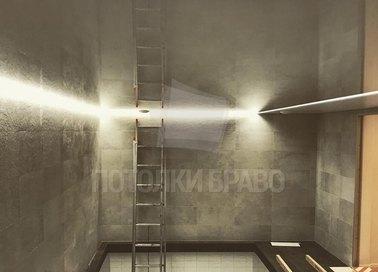 Коричневый глянцевый натяжной потолок для бассейна НП-136