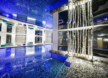 Блестящий синий глянцевый натяжной потолок НП-155