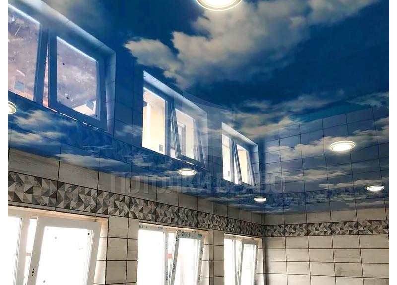 Красивый небесный натяжной потолок для бассейна НП-162