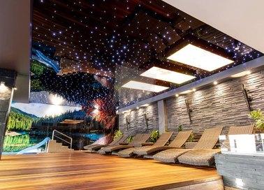 Глянцевый натяжной потолок для бассейна с ночным небом НП-169