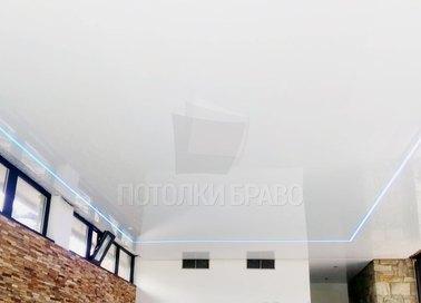 Глянцевый серебристый натяжной потолок с розовой подсветкой НП-172 - фото 2