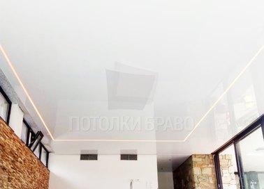 Глянцевый серебристый натяжной потолок с розовой подсветкой НП-172 - фото 3